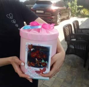 Шляпная коробка с живыми бабочками