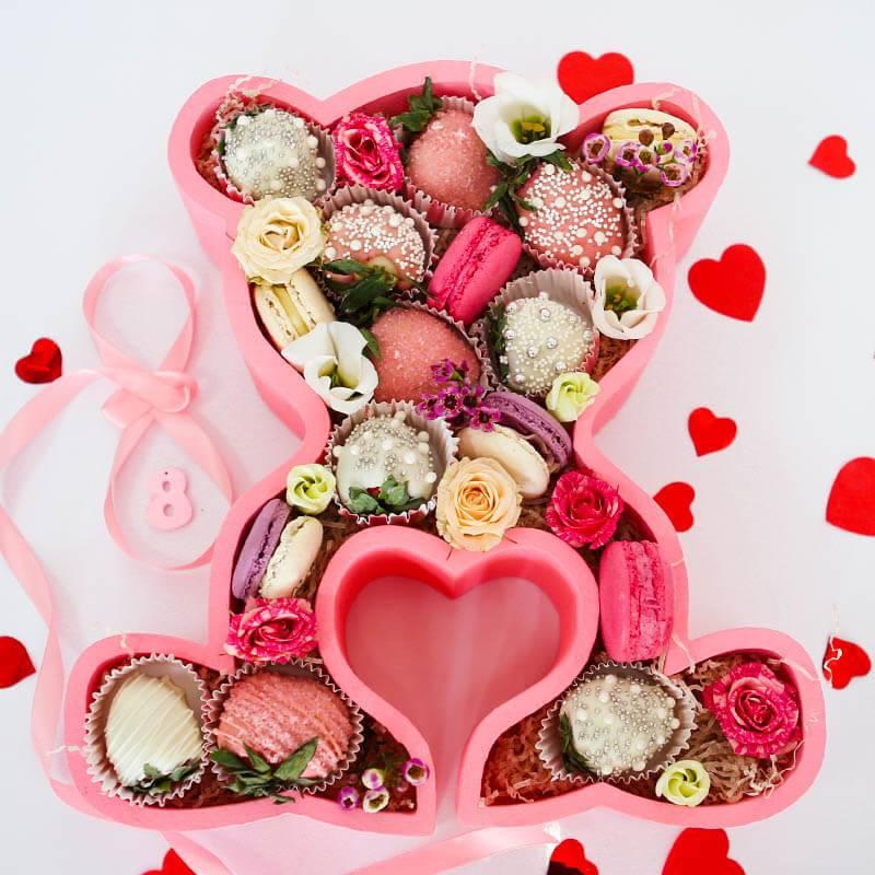 """Клубника в шоколаде и Макаронс """"Розовый мишка"""""""