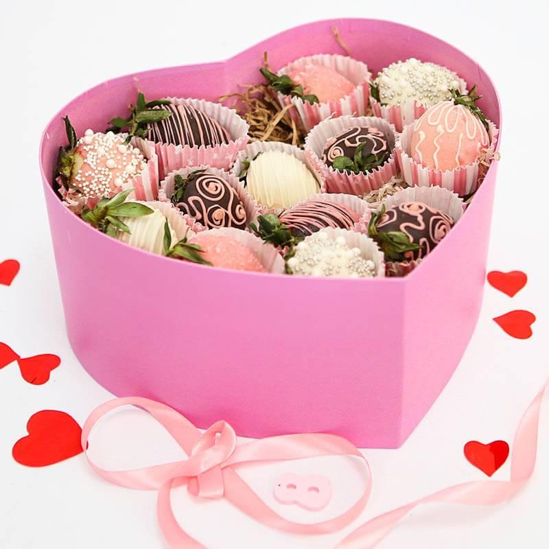 Клубника в шоколаде в сердце
