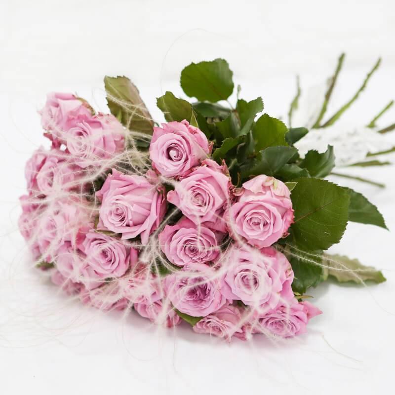Букет из лиловых роз