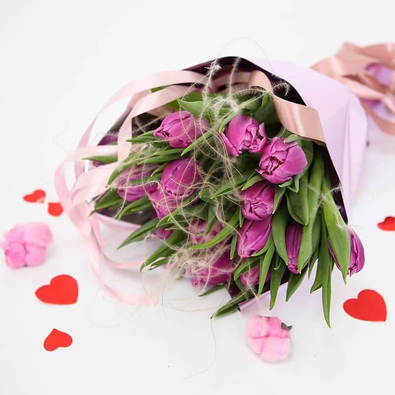 Букет из 15 лиловых пионовидных тюльпанов