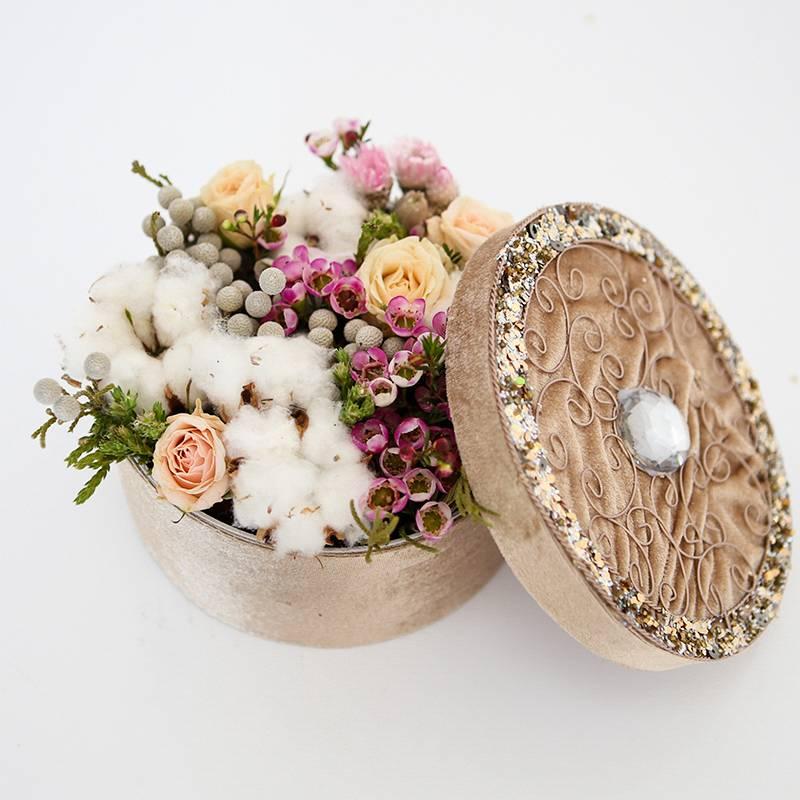 Коробочка с цветами и хлопком
