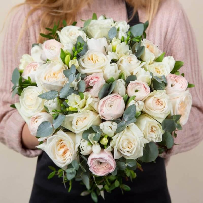 Лютики и белые розы