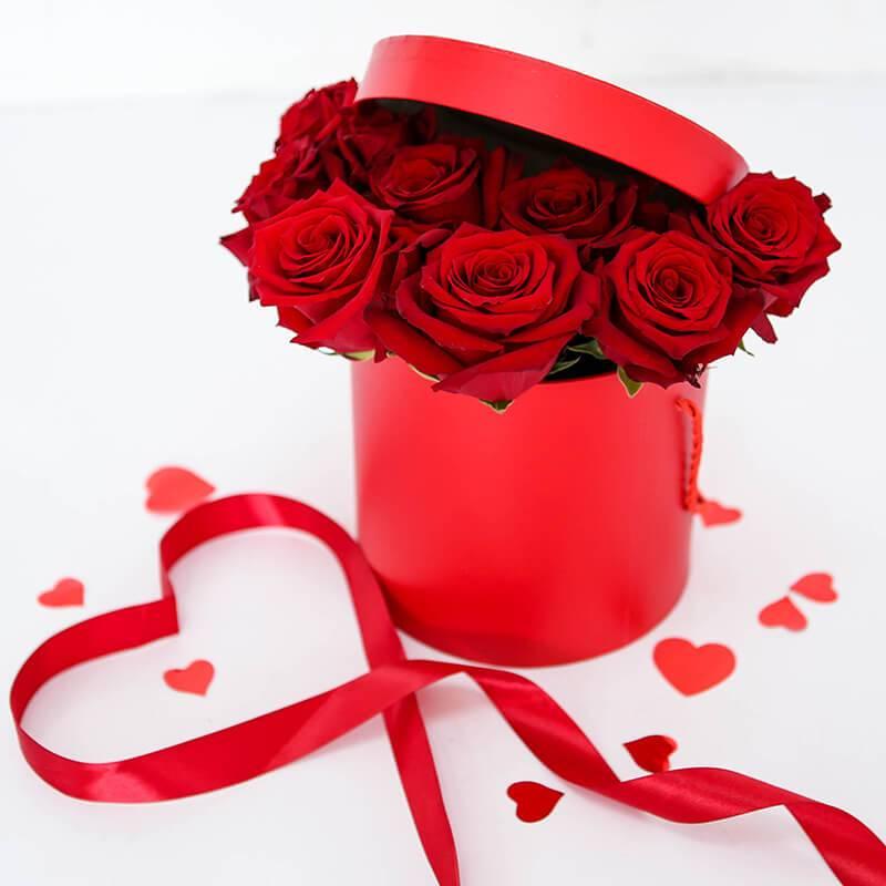 Букет из красных импортных роз в коробке