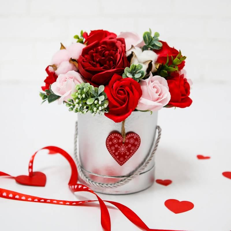 """Шляпная коробка с розами из мыла """"C Любовью"""""""