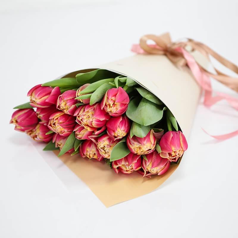 Букет из 19 розовых пионовидных  тюльпанов