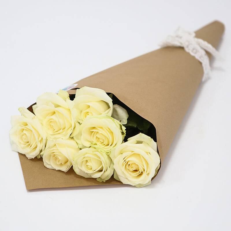 Букет из 7 белых роз.