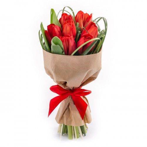 Букет из 7 красных тюльпанов.