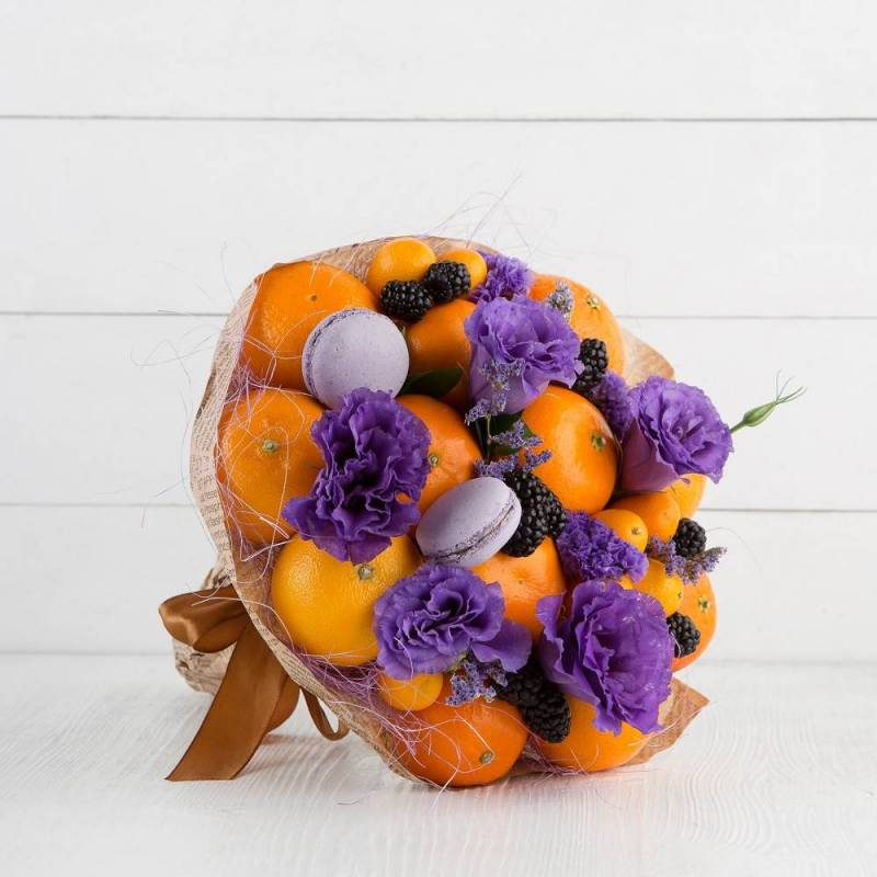 """Букет из фруктов и цветов """"Ягодка"""""""