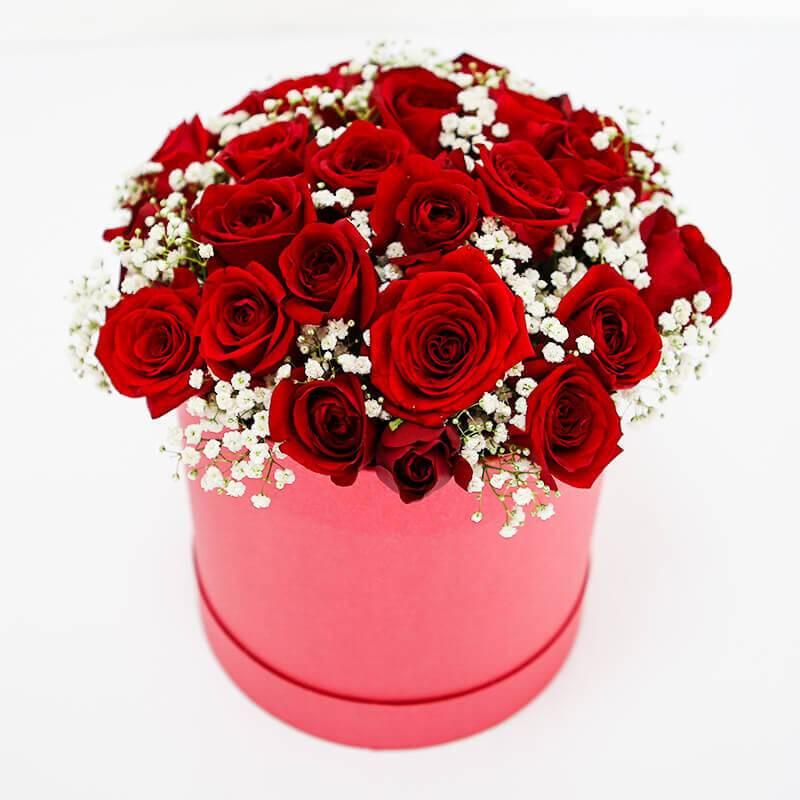 Букет из красных роз в коробке