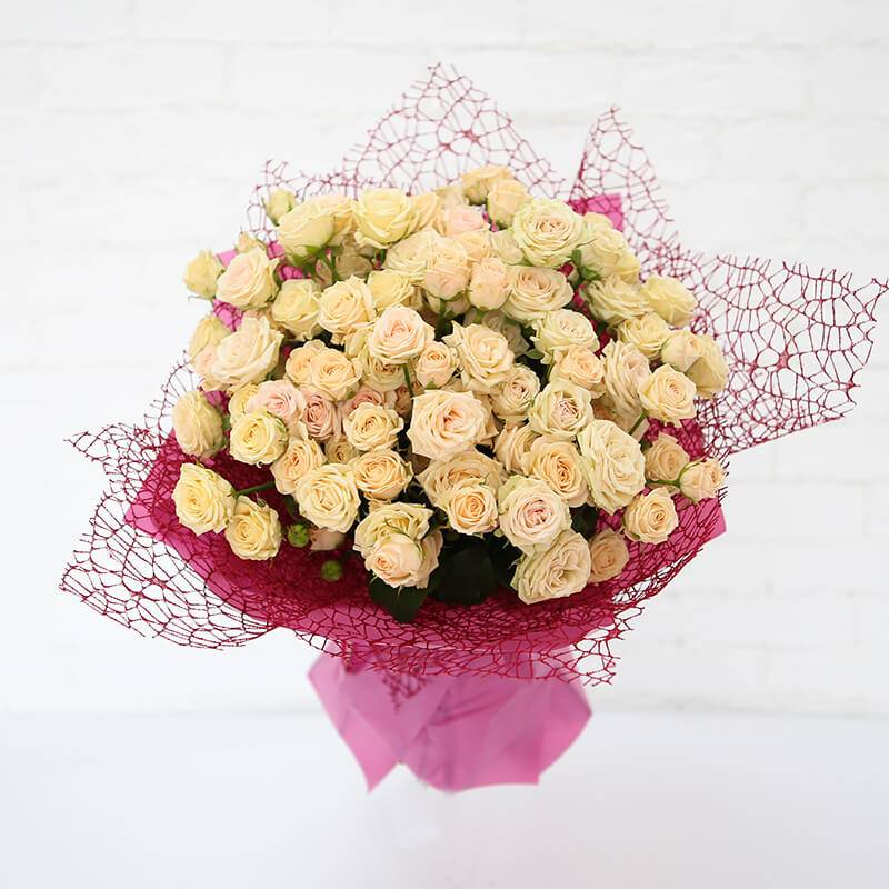 """Букет из кустовых роз  """"Ванильное облако"""""""