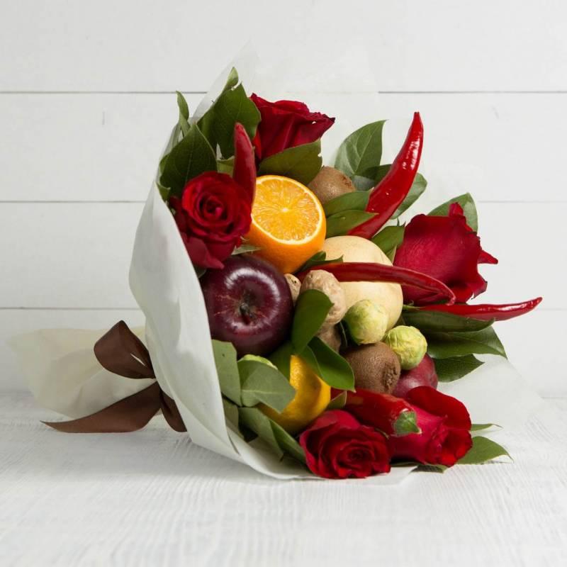 """Букет из овощей и цветов """"Жгучая штучка"""""""