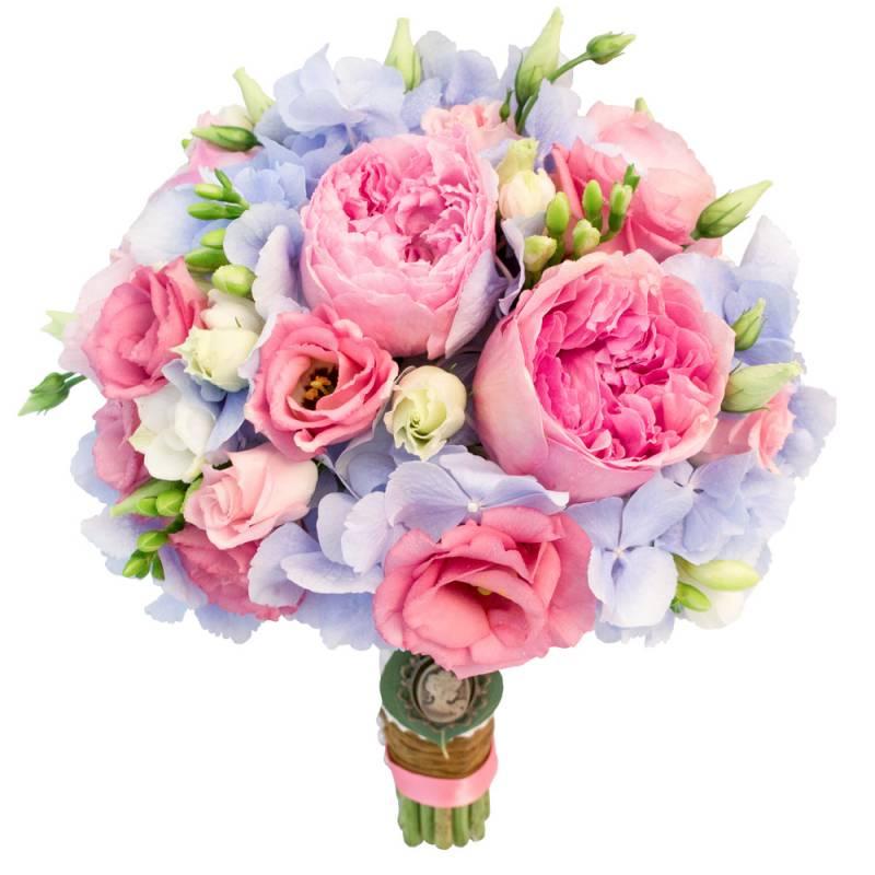 Букет невесты с гортензией и пионовидными розами.