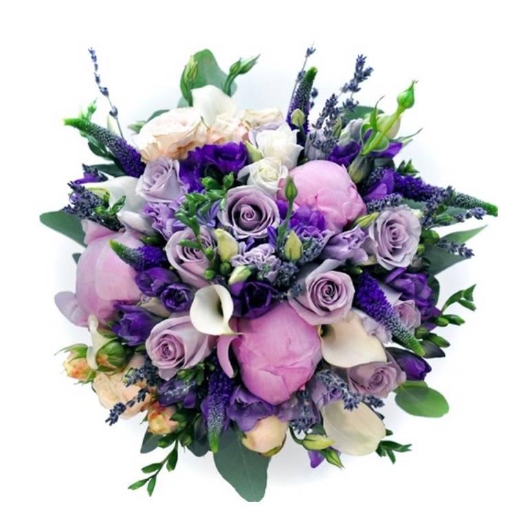 Букет невесты в лиловых тонах с фрезией и розой.