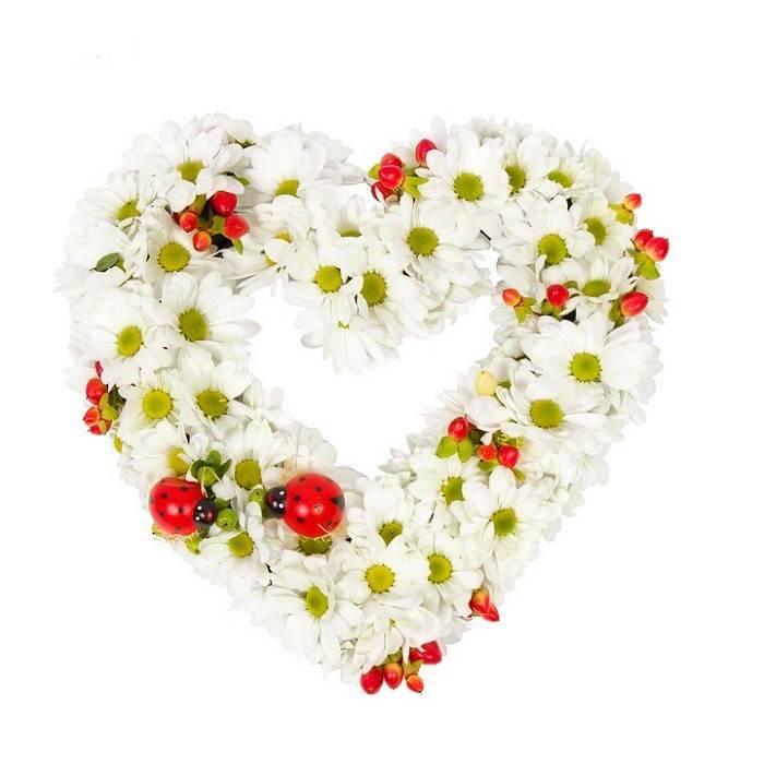 Композиция из цветов в форме сердца