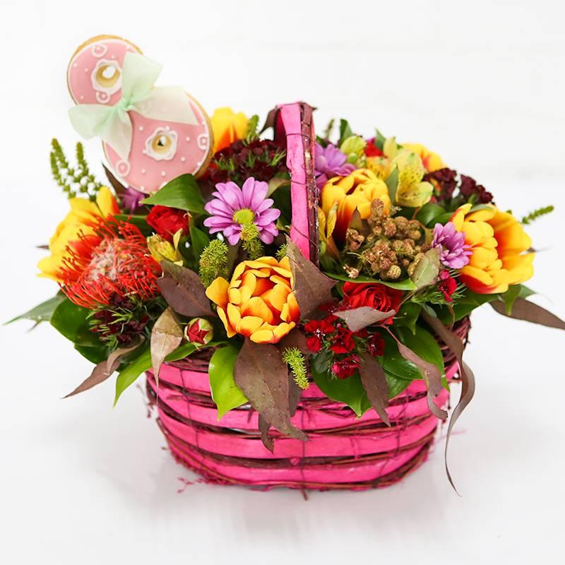 """Букет цветов в корзинке  с печеньем """"Аромат весны"""""""