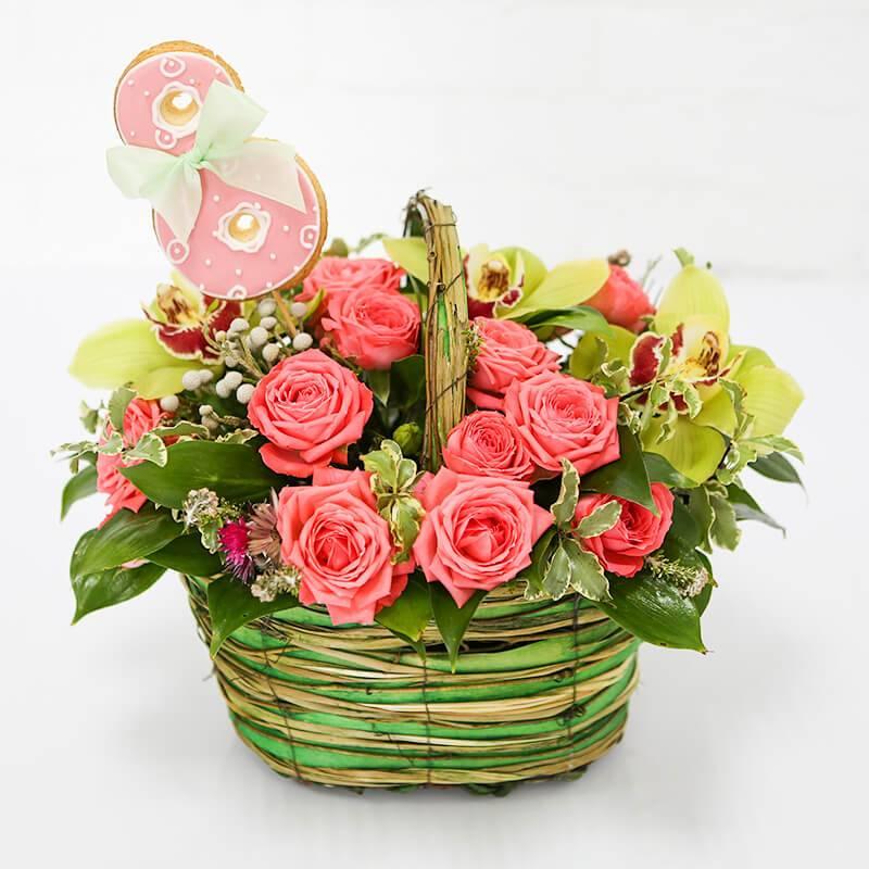"""Букет цветов в корзинке  с печеньем """"Корзинка для любимой"""""""