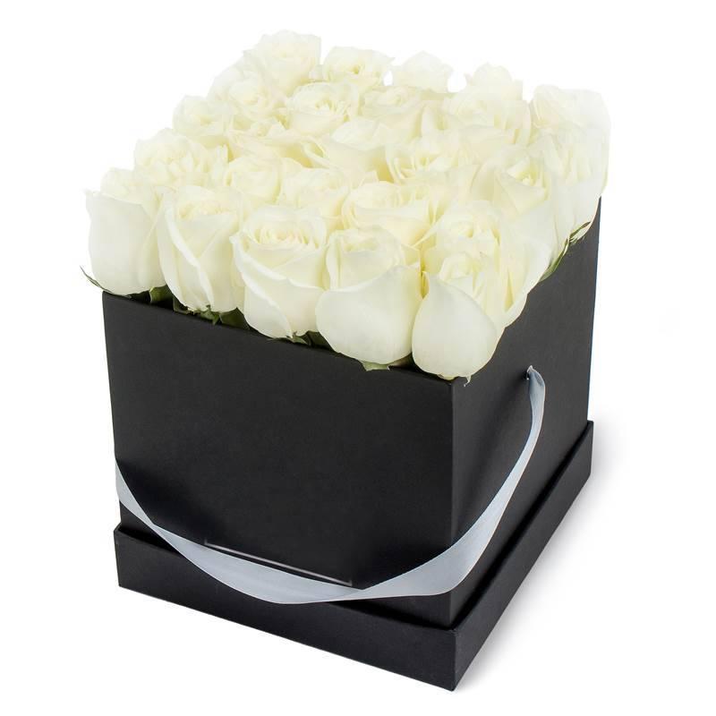 """Букет в шляпной коробке с  импортными розами """"ИньЯнь"""""""
