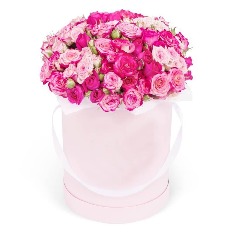 Букет в шляпной коробке с розовыми розами «Яркая вспышка»