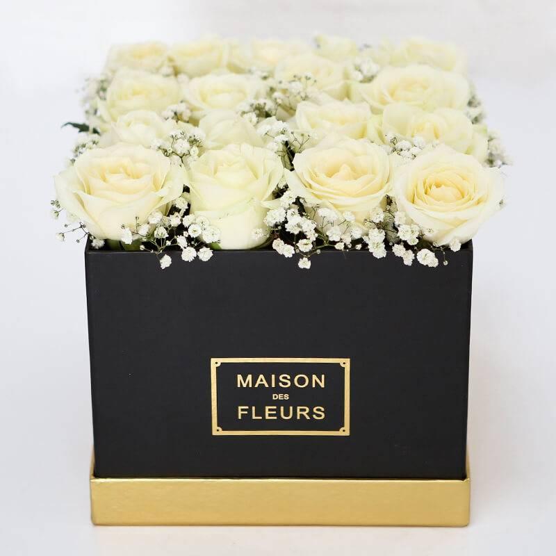 """Букет в шляпной коробке с розами """"Шах-мат"""""""