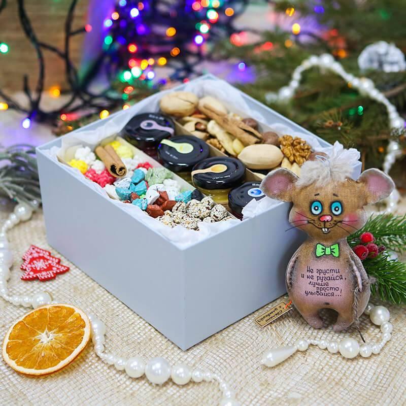 Подарочная коробка с медом и орехами