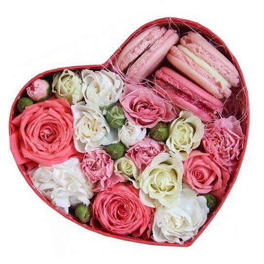 "Коробочка с макаронс и цветами ""Моё сердце"""