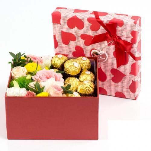 """Коробочка с цветами и сладостями """"Сладкая жизнь"""""""