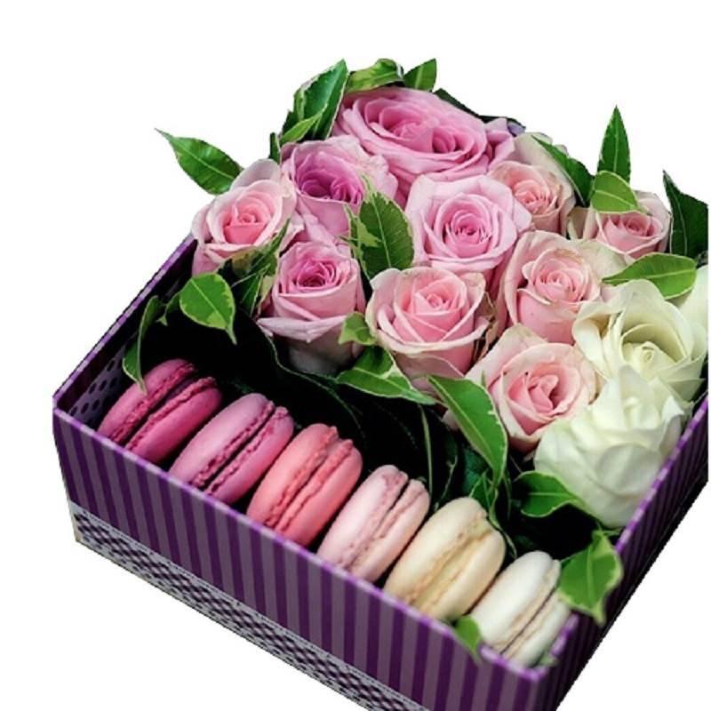 "Макаронс с цветами ""Коробочка для Барби"""