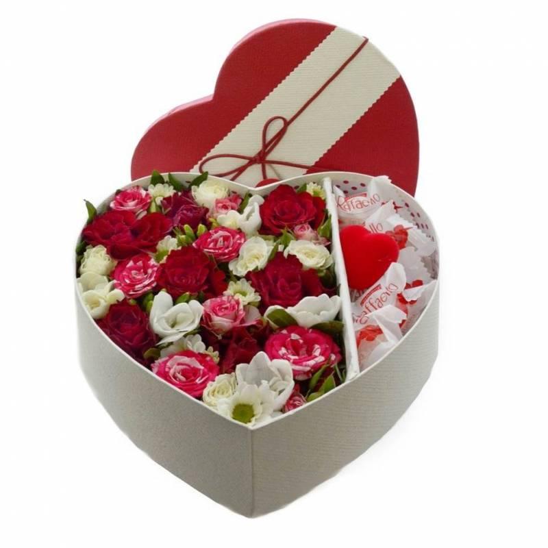"""Коробочка с """"Raffaello"""" и цветами"""