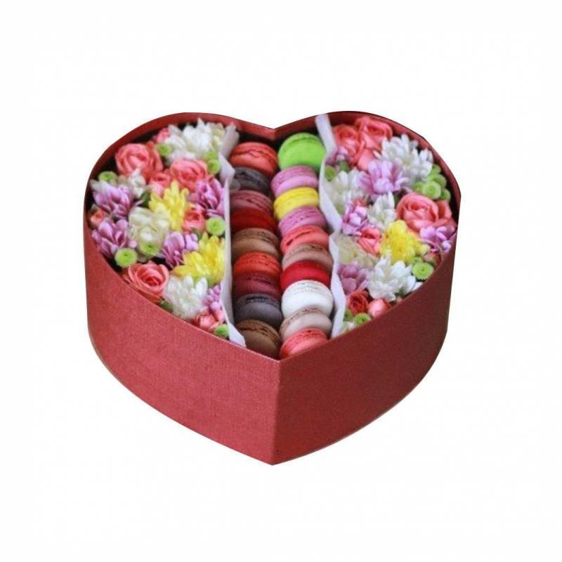 """Коробочка с макаронс и цветами  """"Выстрел в сердце"""" XXL"""