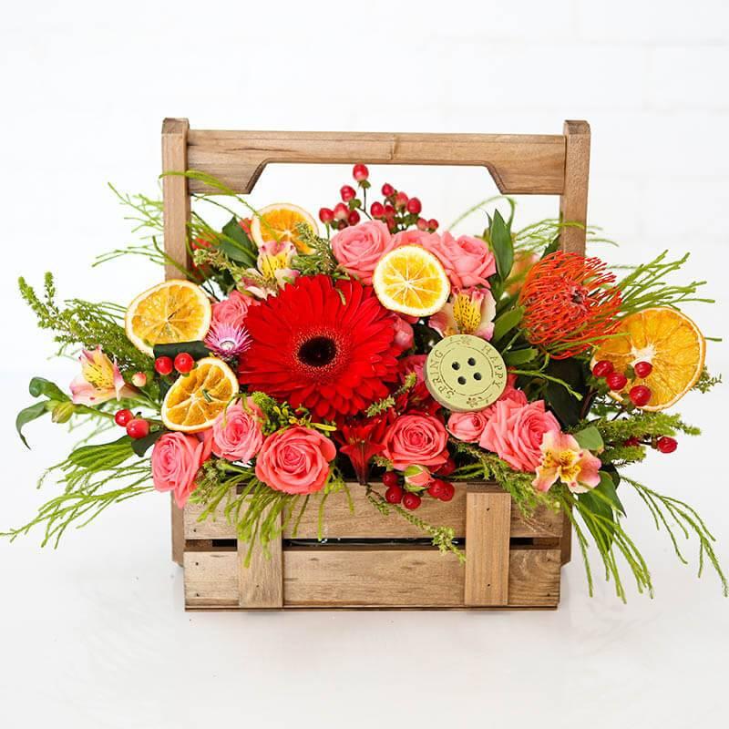 """Композиция из цветов в деревянном ящике """"Любимой"""""""