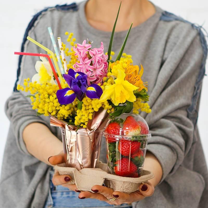 Подарочный набор цветы и клубника