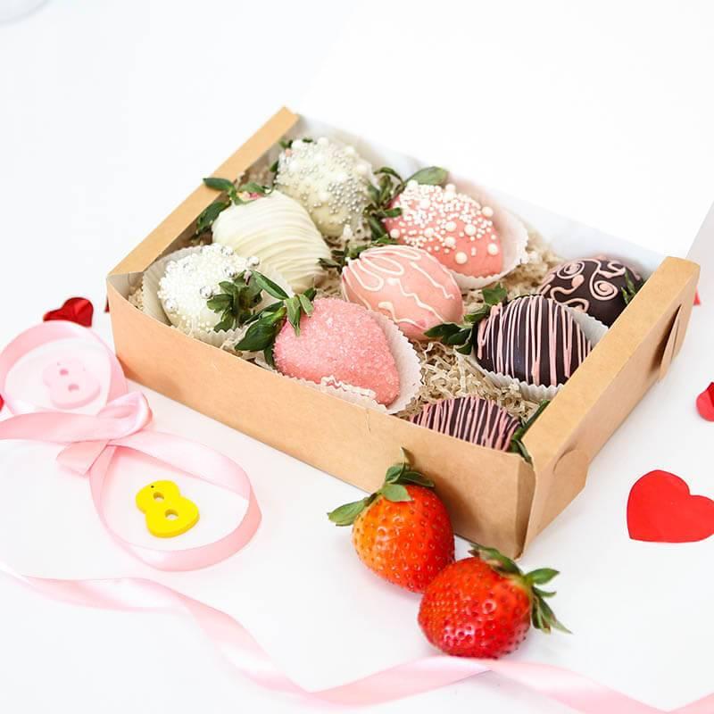 Клубника в шоколаде в крафт коробке