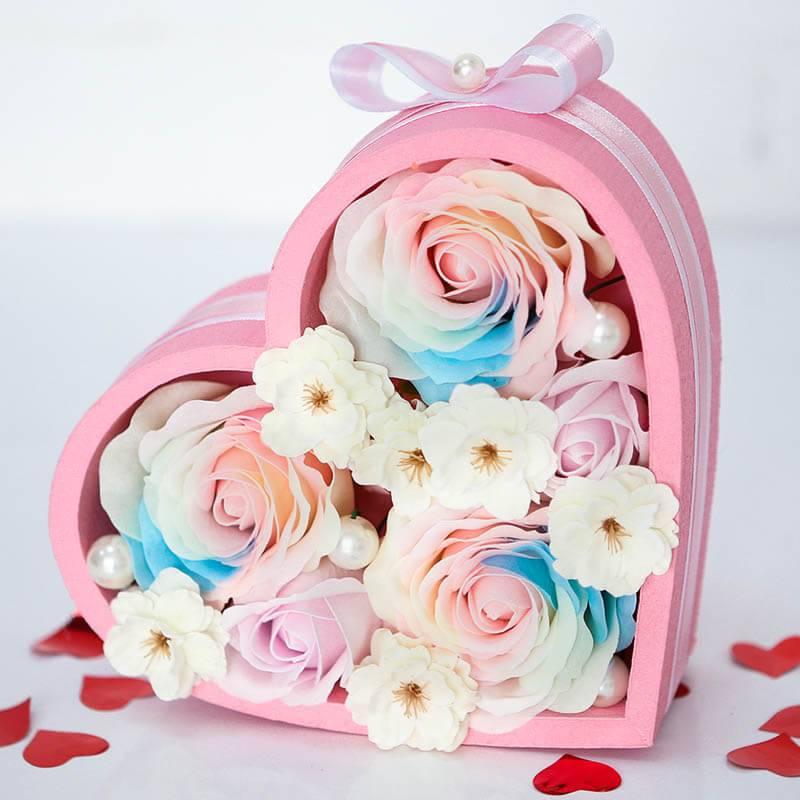 Коробочка сердце с мыльными розами