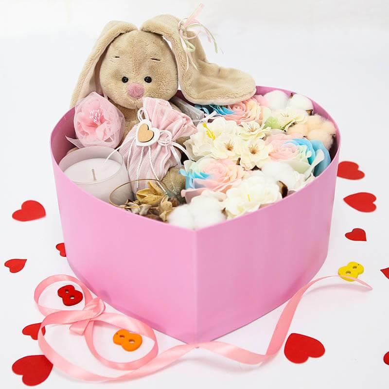 подарочный набор с мягкой игрушкой и мыльными цветами