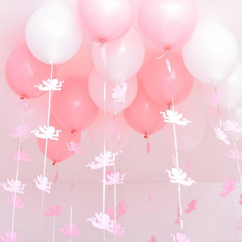 Композиция из 15 гелиевых шариков под потолок на выписку для девочки