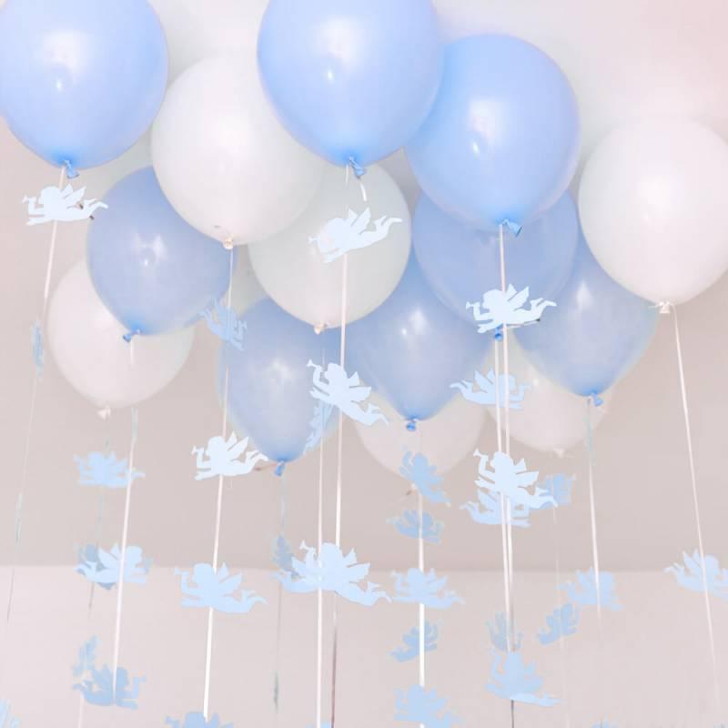 Композиция из 15 гелиевых шариков под потолок на выписку для мальчика