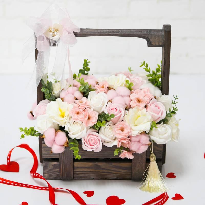 Композиция  в деревянном ящике с мыльными цветами