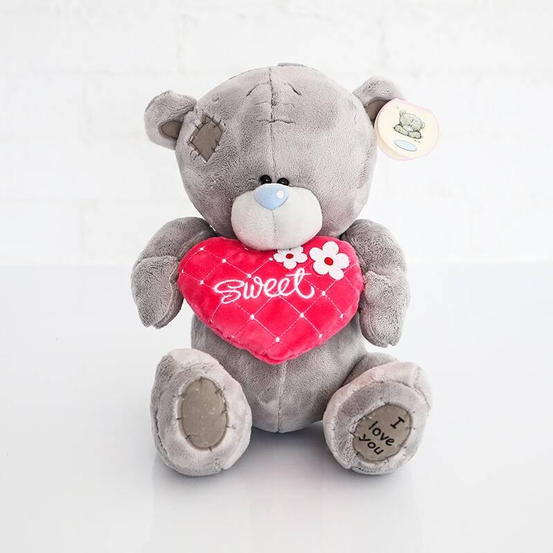 Маленький мишка Тедди  с красным розовым сердечком