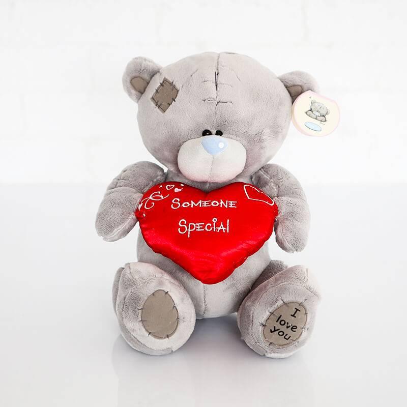 Маленький мишка Тедди  с красным сердечком