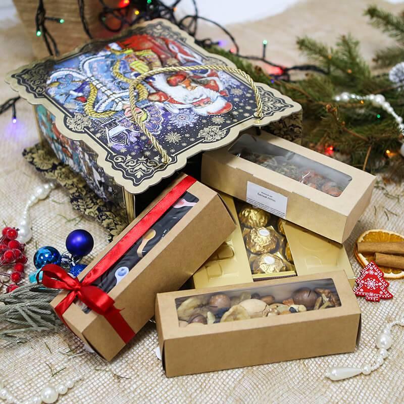 Набор сладостей в новогодней упаковке