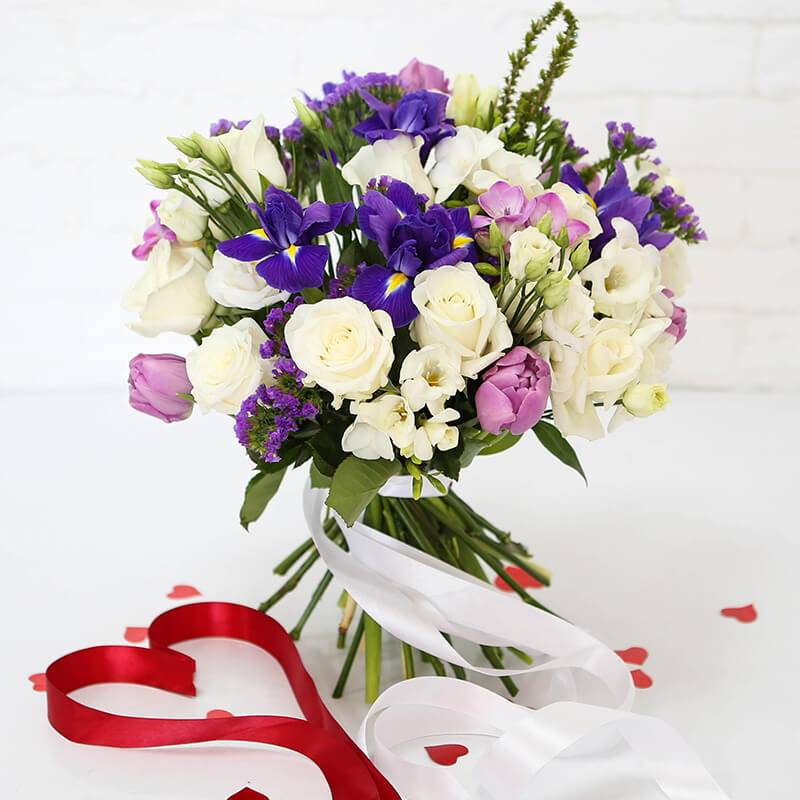 Нежный букет цветов в лиловых тонах