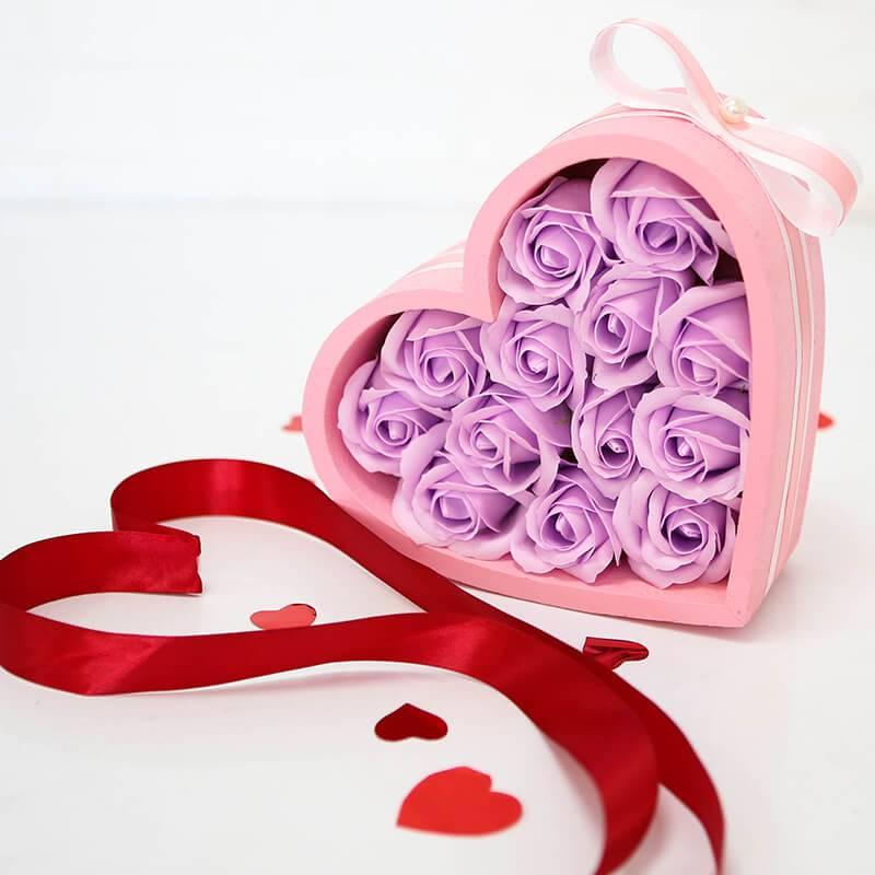 Розовое сердце с мыльными розами