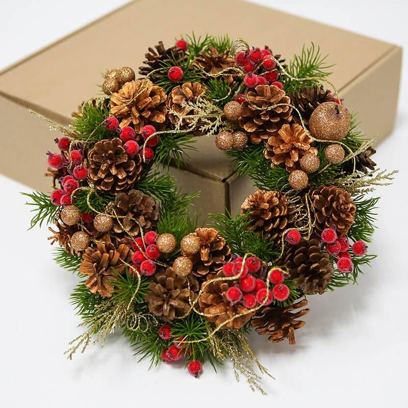 Новогодний венок в подарочной коробке