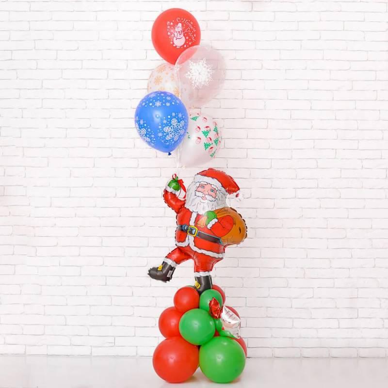 Новогодняя композиция из шаров с Сантой