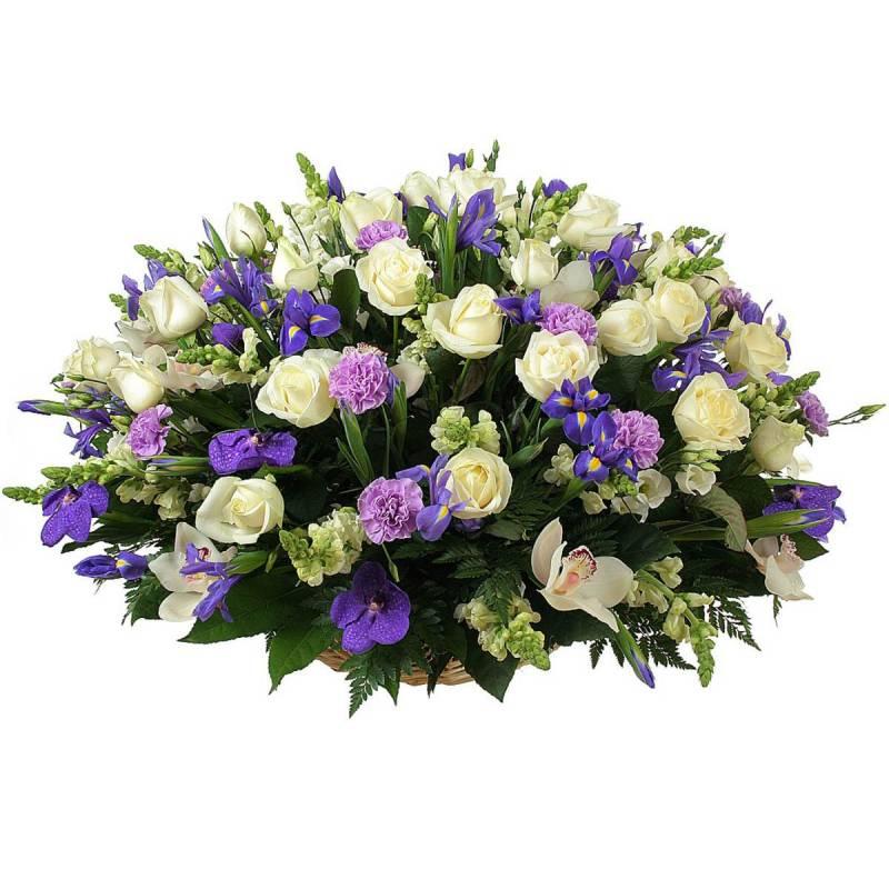 """Букет в корзине с розами и ирисами  """"Вечное счастье"""""""