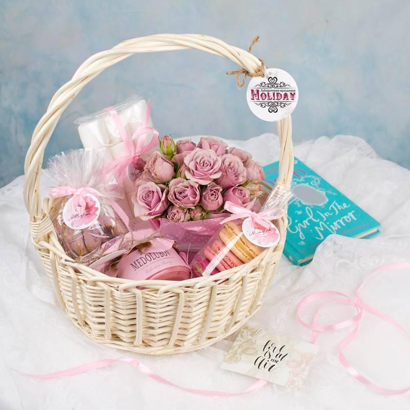 Подарочная корзина со сладостями «Марципан»