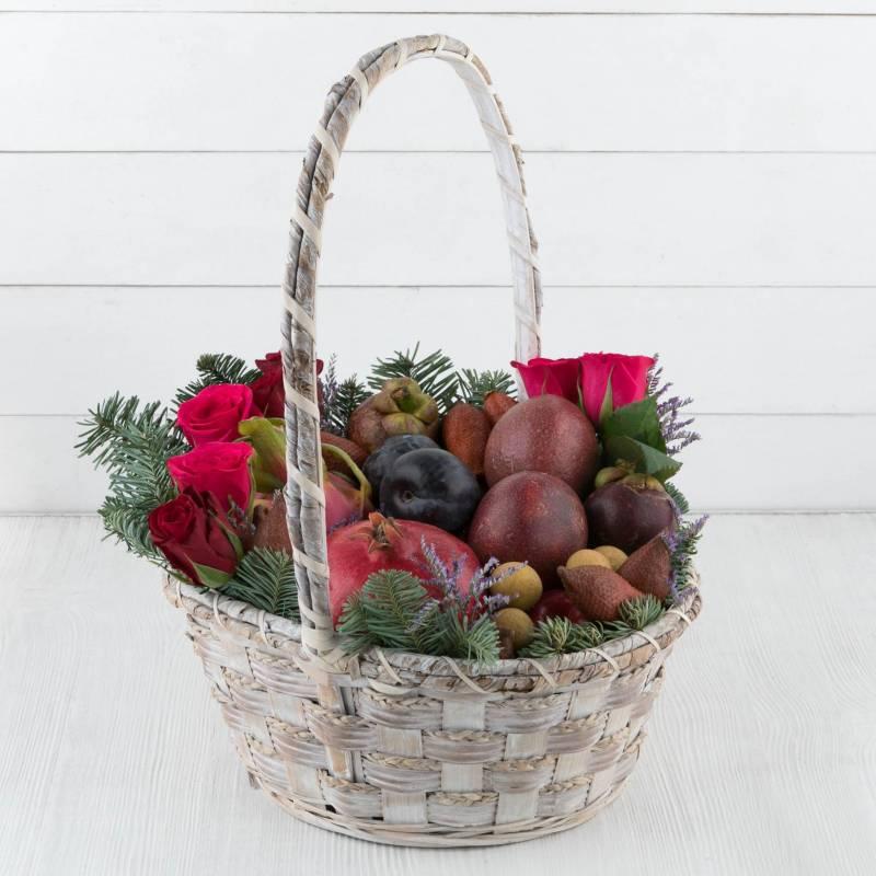 """Подарочная корзина с экзотическими фруктами """"Сладкий поцелуй"""""""