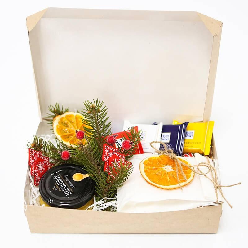 Подарочный набор на новый год с чаем и медом