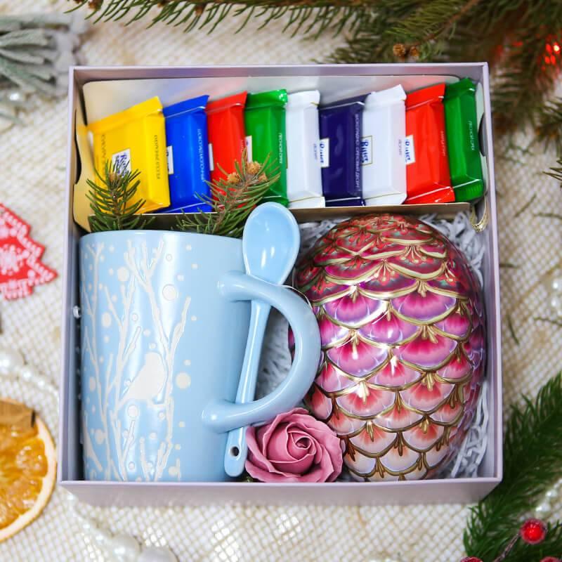 Подарочный набор с чаем и шоколадом